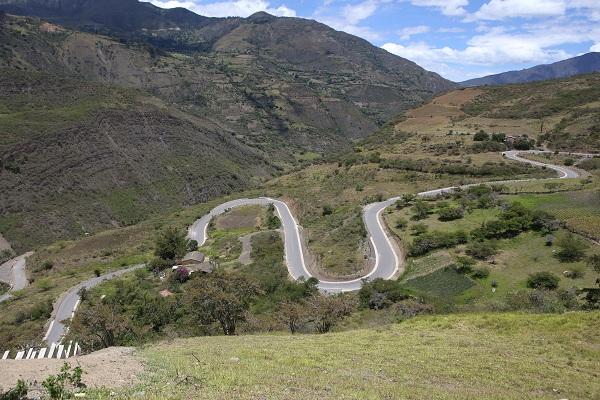 Dos frentes de trabajo laboran en el tramo vial Puente Lata - El Espino