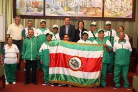Entregan bandera a los adultos mayores que representarán a Boyacá en Encuentro Nacional