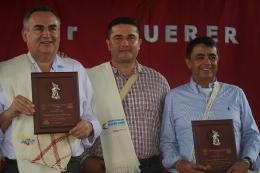 Gobernador recibe máxima condecoración de Cubará por su gestión para el municipio