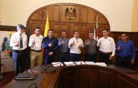 Gobernador Amaya firmó nuevos convenios para obras de infraestructura vial