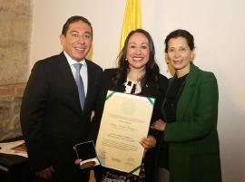 Congreso y Asociación de Primeras Damas reconocen trabajo social de Nancy Amaya