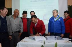 Gobernador de Boyacá y Empresa Argos firman acuerdo de pavimentación en sector industrial