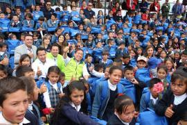 La niñez de Tibasosa y Pesca recibió 'Útiles para Crear Historia Bicentenaria'