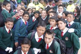 Niños de Motavita recibieron con alegría al Gobernador de Boyacá