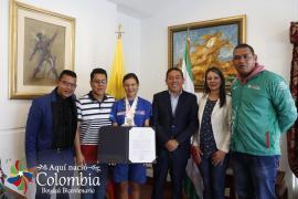 Gobernador Carlos Amaya condecoró a la patinadora sogamoseña María José Quiroz