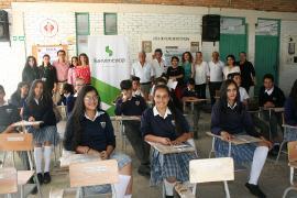 Instituciones educativas de Soatá reciben pupitres para mejorar condiciones de sus estudiantes