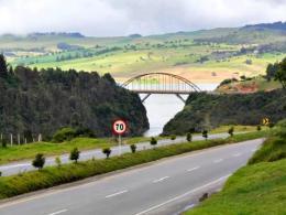 Presidente Santos firma contrato para ejecución de vía Sisga-El Secreto