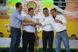 Más de 7 mil millones de pesos para obras públicas entregó Carlos Amaya a Togüí