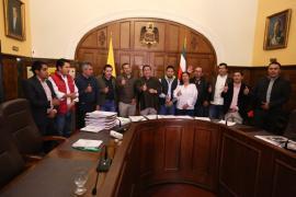 Gobernador Amaya firma 12 convenios para construir vías, escenarios deportivos, entre otras obras