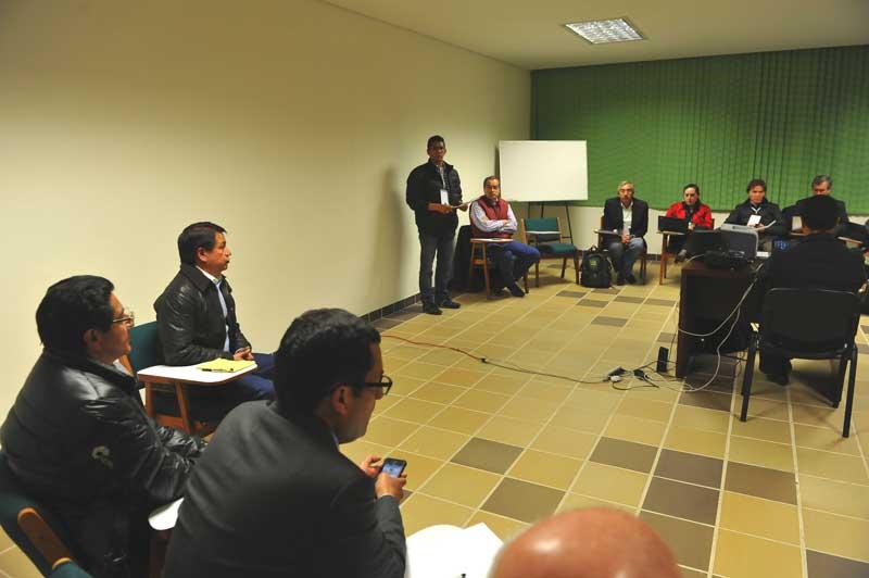 Aspectos de la negociación entre el gobierno nacional y los líderes campesinos en la sede de la Arquidiócesis de Tunja. Foto: Defensoría del Pueblo.