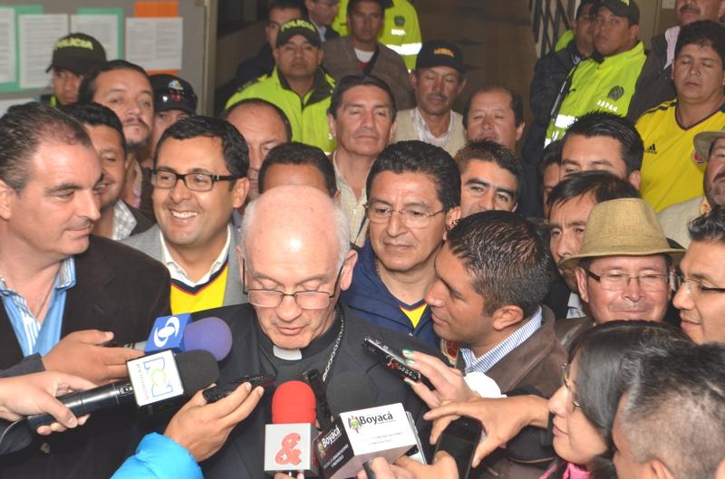 Monseñor Luis Augusto Castro fue el encargado de leer el comunicado final. Foto: Diego Peña: Ofiprensa Gobernación de Boyacá