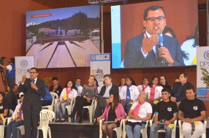 Gobernador Juan Carlos Granados durante el acto conmemorativo del Día de Erradicación de la Pobreza